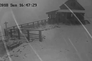 NEVREME U HRVATSKOJ Grad veličine lešnika padao u Dalmaciji, snežna mećava na Dinari (VIDEO)