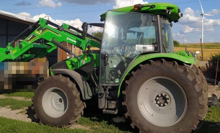 82-latek przejechał żonę traktorem.
