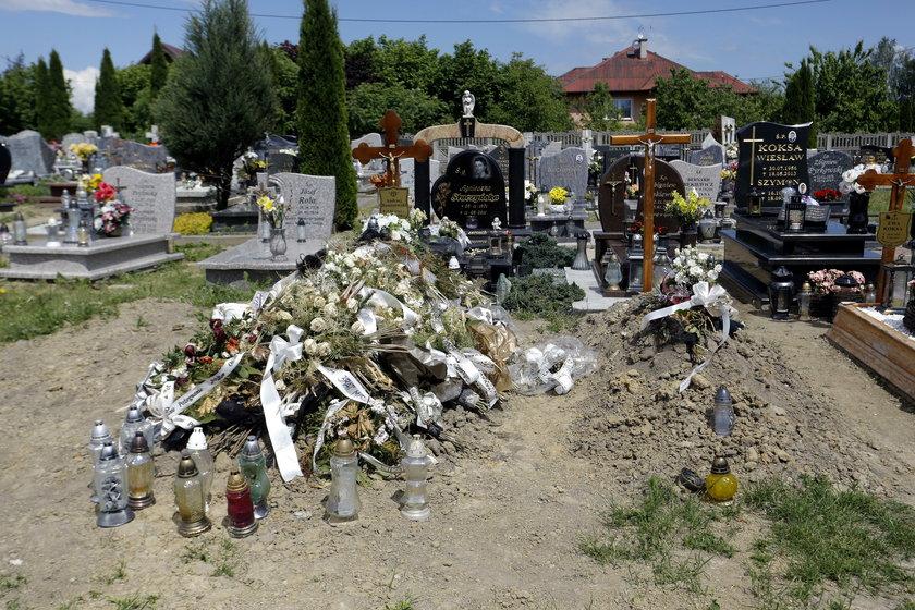 Dwa groby - Andrzeja Raniszewskiego oraz pochowanego przez pomyłkę Norwega