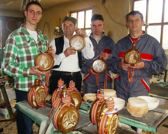 Čuture bez teškoća nalaze kupce: Radovanovići sa svojim proizvodima