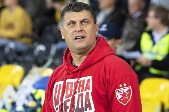 Vladan Milojević na meču Jang Bojs - FK Crvena zvezda