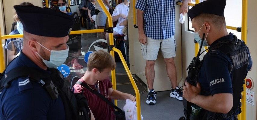 Czwarta fala pandemii. Uwaga! Policja w sklepach, autobusach, na przystankach. Co się dzieje?