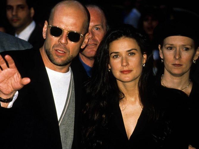 Otkidale su žene na njega devedesetih: Bio je u braku sa Demi Mur, pa se oženio 23 godine MLAĐOM LEPOTICOM