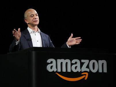 Co roku Jeff Bezos sprzedaje akcje Amazona za 1 mld dolarów