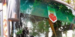 Zaatakowano autobus z polskimi piłkarzami. O włos od tragedii!