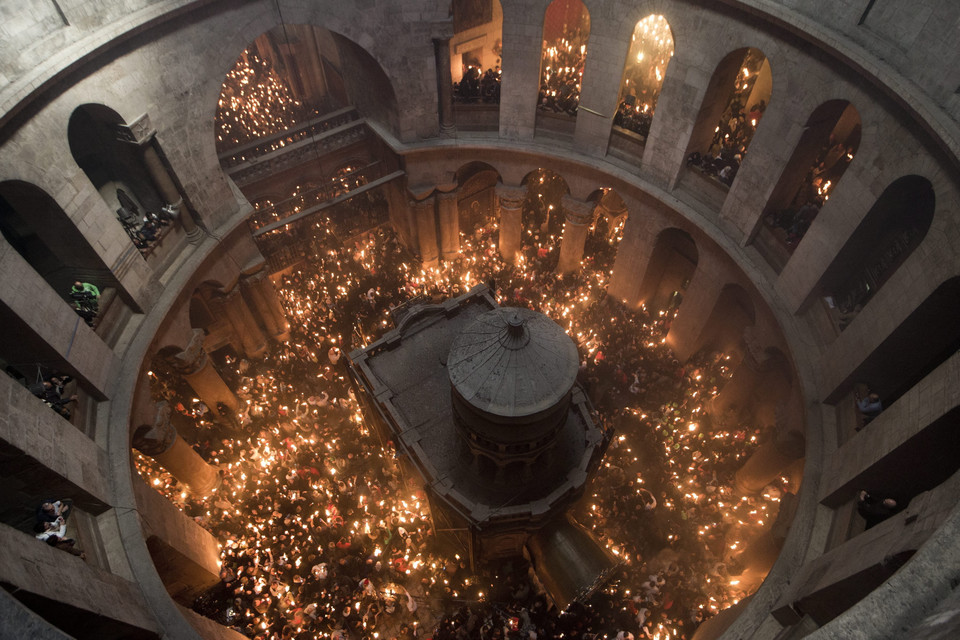 epaselect MIDEAST ISRAEL BELIEF ORTHODOX HOLY WEEK (Miracle of the Holy Fire in the Church of the Holy Sepulchre in Jerusalem the day before Orthodox Easter)