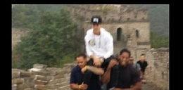Bieberowi odbiło? Kazał się wnieść na... Wielki Mur!