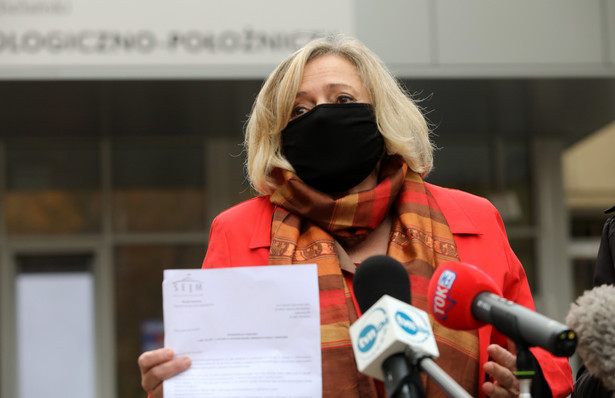 Uzasadniając zawiadomienie posłanka Wanda Nowicka podkreślała, że Julia Przyłębska naruszyła procedury dotyczące dopuszczenia sędziów do orzekania.