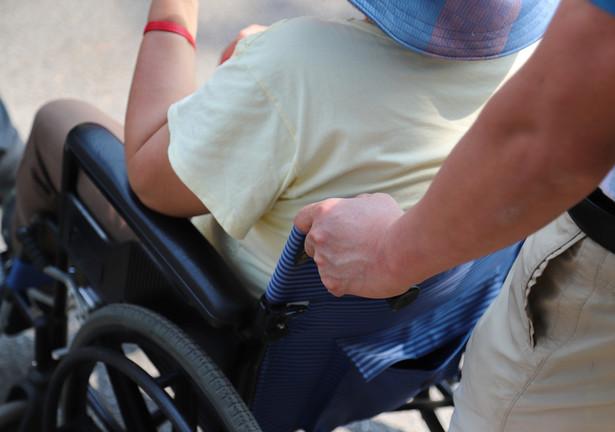 """""""Ktoś z rządu pomyślał, kto zajmie się osobą niepełnosprawną, gdy jej opiekun będzie wymagał hospitalizacji?"""" - pytała."""