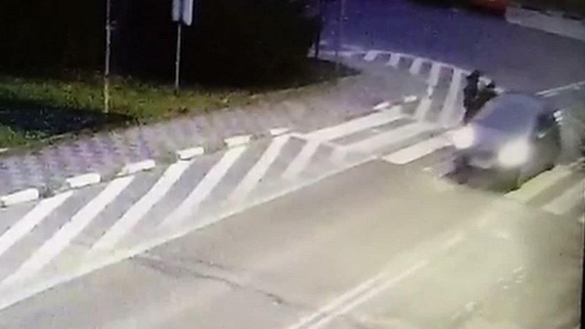 Przejechał 67-latce po stopach