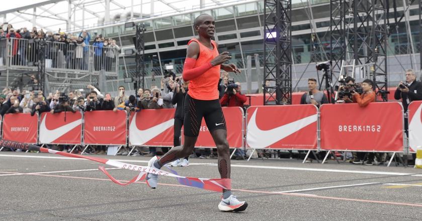 Kipchoge pobiegł szybciej od rekordu świata, ale celu nie osiągnął
