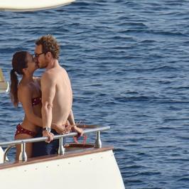 Alicia Vikander i Michael Fassbender na wakacjach. Cały czas się przytulają i całują