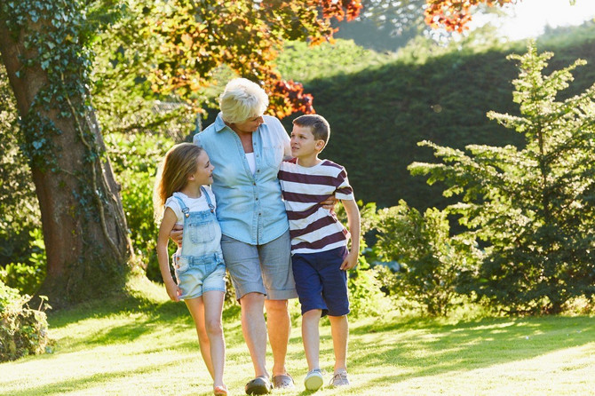 Bake i unučići: .neprocenjiciva slika