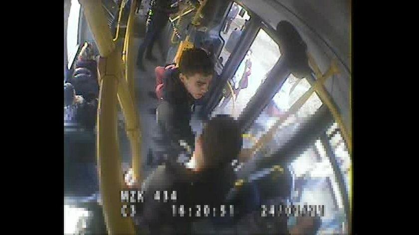 Brutalne pobicie w autobusie. Policja szuka tego mężczyzny