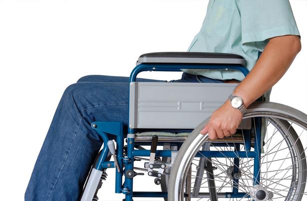 Kilkaset osób - najbardziej niepełnosprawnych - może stracić pracę po znowelizowaniu Ustawy o rehabilitacji zawodowej i społecznej oraz zatrudnianiu osób niepełnosprawnych - uważa wiceprezes Polskiej Organizacji Pracodawców Osób Niepełnosprawnych (POPON) Monika Tykarska.