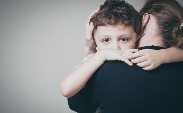 Dyrektorzy ośrodków wychowawczych informują rzecznika, że kontakty i zainteresowanie sytuacją podopiecznych na ogół ma charakter czysto formalny