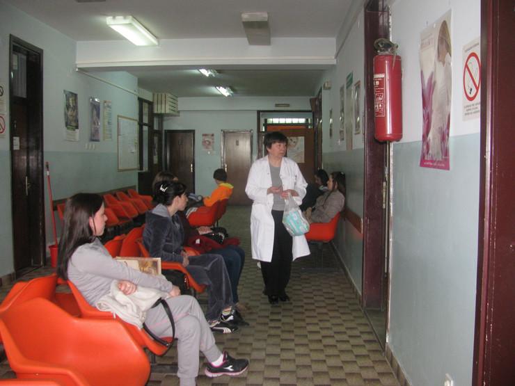 605124_bo02-trudnice-cekaju-na-pregled-u-borskom-domu-zdravlja-foto--d.stojanovic