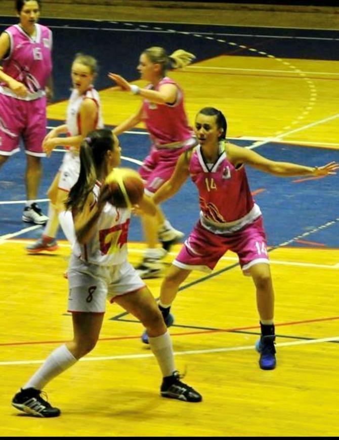 Ilijana Todorović na košarkaškom terenu