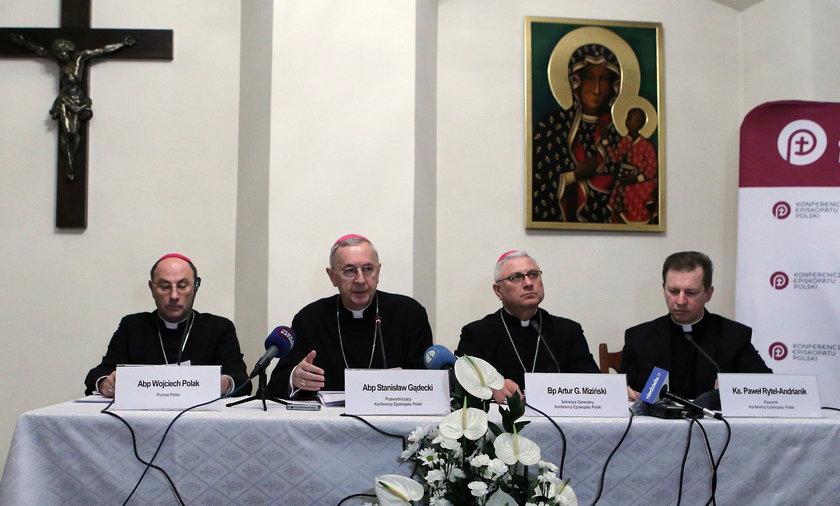 Obostrzenia dla kościołów. Episkopat zwróci się do biskupów, proboszczów i wiernych.