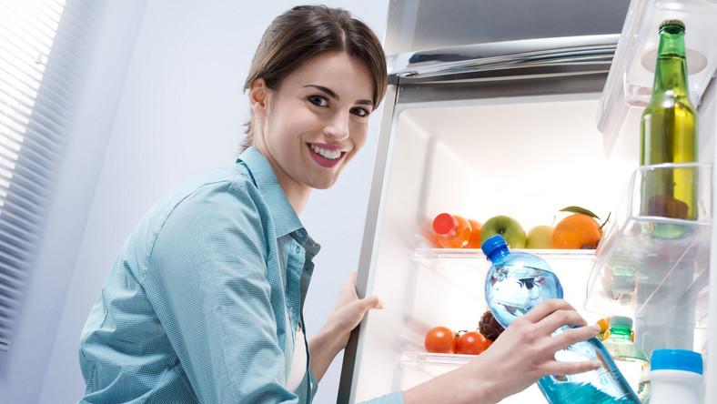 Zobacz 15 produktów, którym przechowywanie w lodówce nie służy, a nawet szkodzi (prezentuje je serwis 4allmindsandbodies.com)