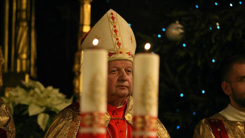 Kardynał Dziwisz atakuje polską szkołę