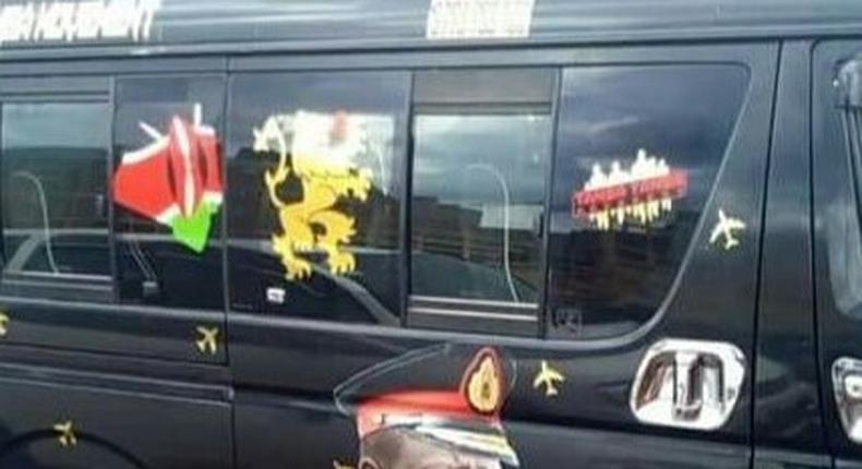 Matatu bearing photo of DP William Ruto in Commander-in-Chief uniform (Twitter)