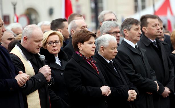 """Sawicki uważa, że za identyfikacje z pewnością """"nie odpowiada ani premier, ani marszałkowie"""", a """"ludzie, którzy tam byli, którzy byli na miejscu i sprawdzali""""."""