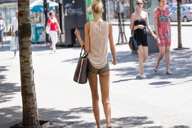 Kako da se obučete na +35 a da izgledate PRISTOJNO: Minić može u pošti, ali na OVU odeću zaboravite