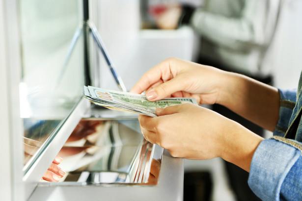 Dane osobowe zostaną przekazane dopiero wtedy, gdy właściciel konta nie będzie reagował na wezwanie banku czy SKOK-u do zwrotu środków.