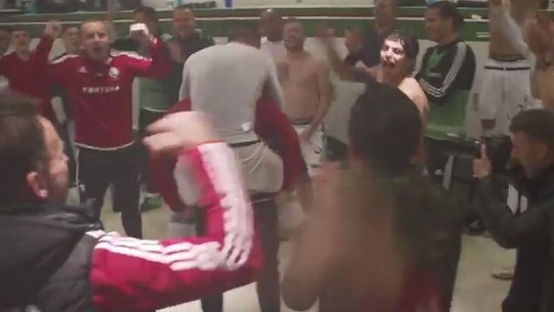 Radość piłkarzy Legii po meczu z Lechem
