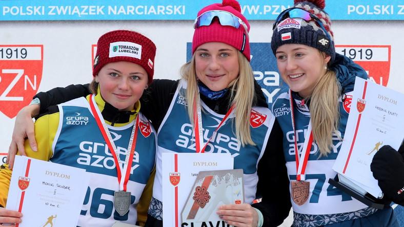 Medalistki biegu na 10 km techniką klasyczną: od lewej -Monika Skinder (drugie miejsce), Izabela Marcisz (zwyciężczyni) i Weronika Kaleta