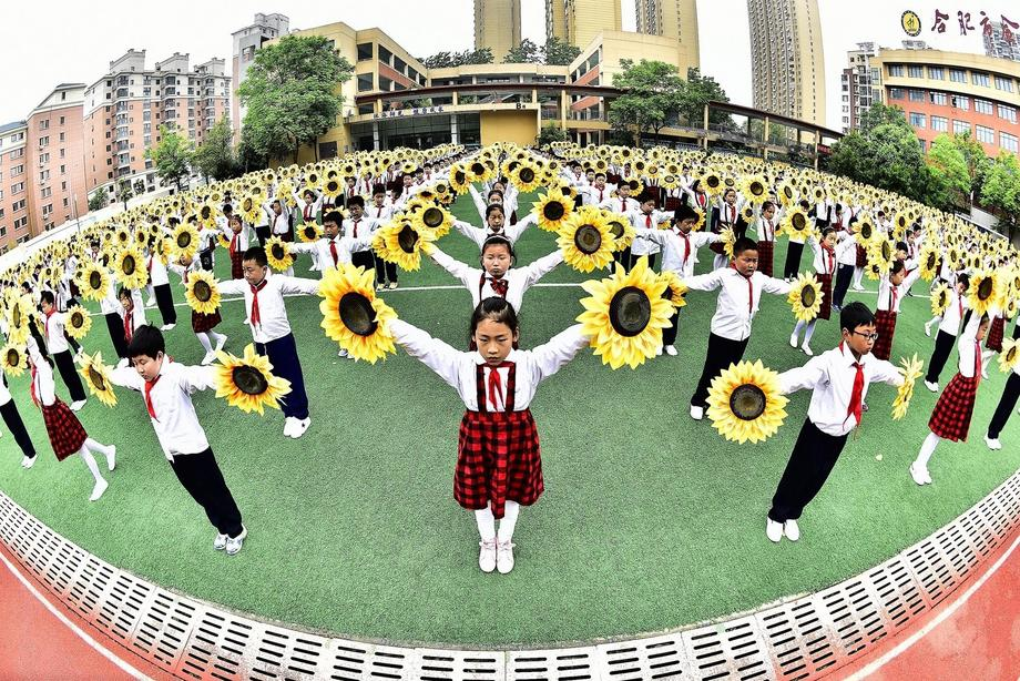 Students Perform Sunflower Dance in China
