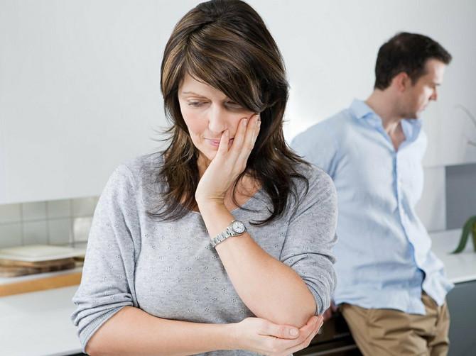Ponavljala sam mužu da nisam srećna u našoj kući, a onda sam PRESTALA DA OSEĆAM NOGE: 10 godina kasnije, konačno sam shvatila ŠTA JE BIO PROBLEM
