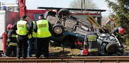 Auto wjechało pod pędzący pociąg. Są ranni