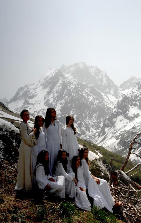 """Na Kavkazu sa horom """"Kosovski božuri"""" (klikni za uvećanje)"""