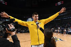 """NIKOLA JOKIĆ PRED NBA SEZONU """"Trener zeli da budem VOĐA. Vođa koji MNOGO JEDE!"""" /VIDEO/"""