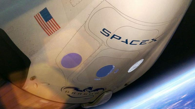 SpaceX pokazało nowy skafander kosmiczny