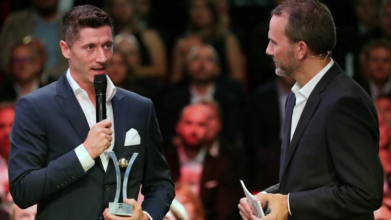 Robert Lewandowski odbiera nagrodę