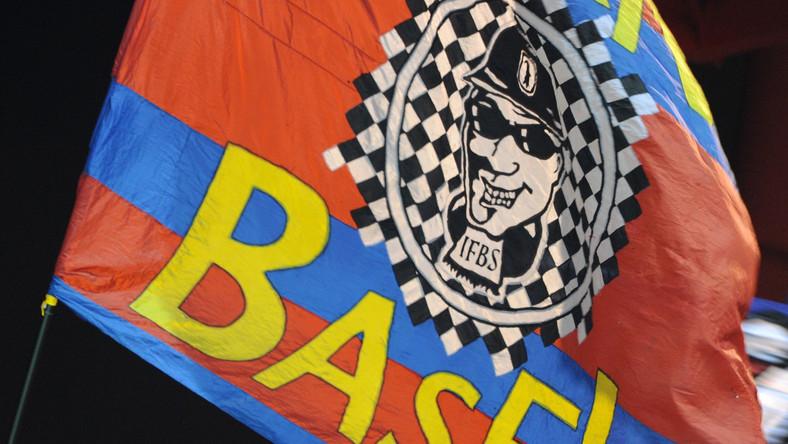 Piracka flaga kibiców FC Basel