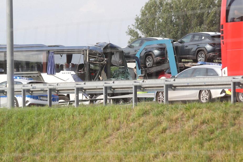 Wypadek autokaru wiozącego dzieci na A1