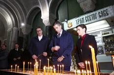 POMEN U HRAMU SVETOG SAVE Godišnjica ubistva Olivera Ivanovića, sveće upalili supruga i sin, ali i Vučić i Brnabić