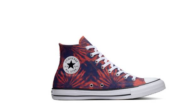 Model Chuck Taylor All Star Tie Dye