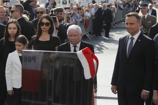 W Warszawie odsłonięto kamień w miejscu, gdzie powstanie pomnik prezydenta Lecha Kaczyńskiego