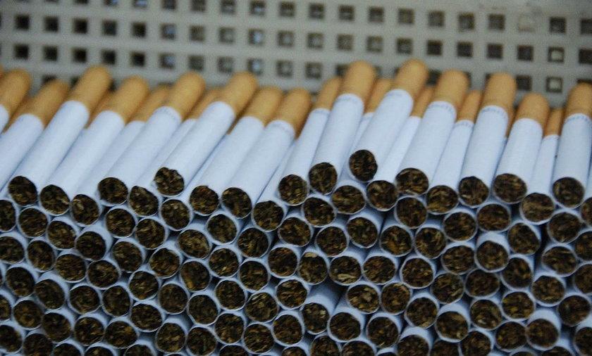 Komendant z Nadarzyna produkował nielegalnie papierosy