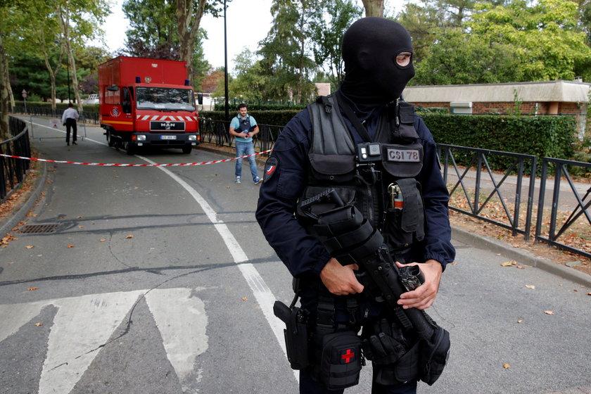Atak nożownika w miejscowości Trappes na przedmieściach Paryża