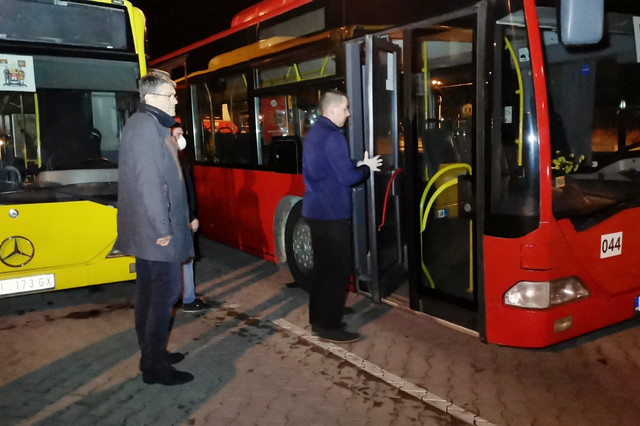 Gradonačelnik Nisa Darko Bulatović se uverio na licu mesta i kako se dezinfikuju autobusi