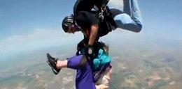 80-latka skacze ze spadochronem. Horror w powietrzu!