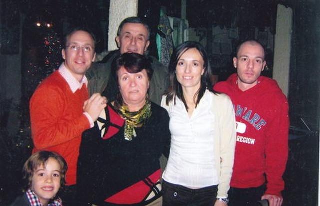 Vera Nikolić sa porodicom