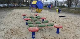 Rodzice apelują: Na placu zabaw przy Jesionowej potrzebne jest ogrodzenie!