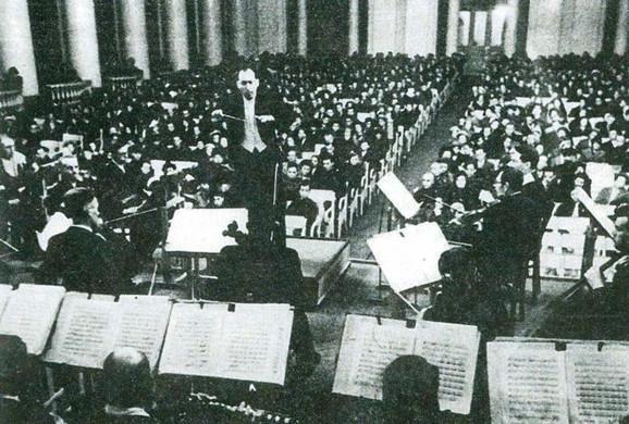 Karl Elijasberg diriguje 9. avgusta 1942.